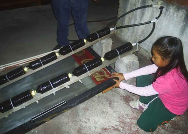 Xóchitl Guadalupe Cruz López and her solar heater (Mexican News Daily)